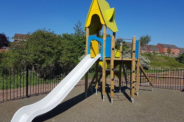 Widnes, Derby Road Play Area - 2/4