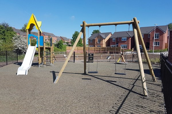 Widnes, Derby Road Play Area - 0/4
