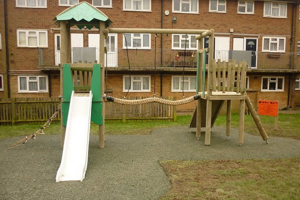 Hastings, Halton Play Area - 1/4